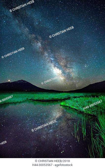 North America, America, USA, American, Pacific Northwest, Central Oregon, Oregon, Deschutes National Forest, Bend, Sparks Lake at night