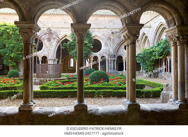 France, Aude, Pays Cathare, Narbonne, Sainte Marie de Fontfroide cistercian abbey, the cloister