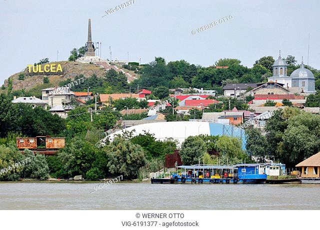 Romania, Tulcea at the Danube, Saint George branch, Tulcea County, Dobrudja, Gate to the Danube Delta, city view, harbour, independence monument on a hill