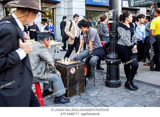 Playing chess, in Avenida Libertador Bernardo O'Higgins. Santiago. Chile