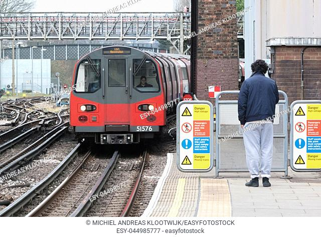 London, Februari 21: London railcar at a station on Februari 21, 2019 in London. London Underground is the 11th busiest metro system worldwide with 1