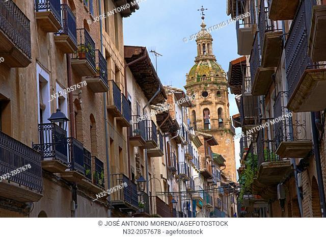 Main Street, Puente la Reina (Gares), Way of St James, Navarre, Spain, Europe