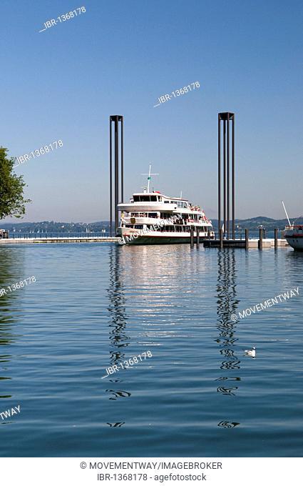 Lighthouses and passenger ship at the port entrance, Bregenz, Lake Constance, Vorarlberg, Austria, Europe