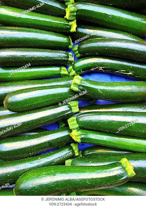 Market, green courgettes, Marché des Capucins, Bordeaux, Gironde. Aquitaine France Europe