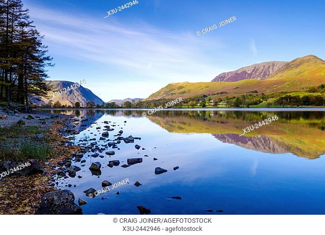 The western shore of Buttermere lake looking towards Mellbreak and Grasmoor fells. Lake District, Cumbria, England