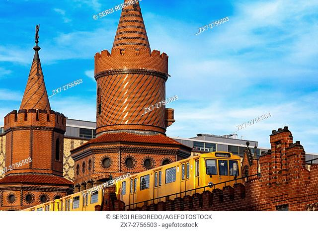 Germany, Berlin, the Oberbaumbrücke bridge that links Kreuzberg and Friedrichshain districts over the Spree river. The Oberbaum Bridge (German: Oberbaumbrücke)...