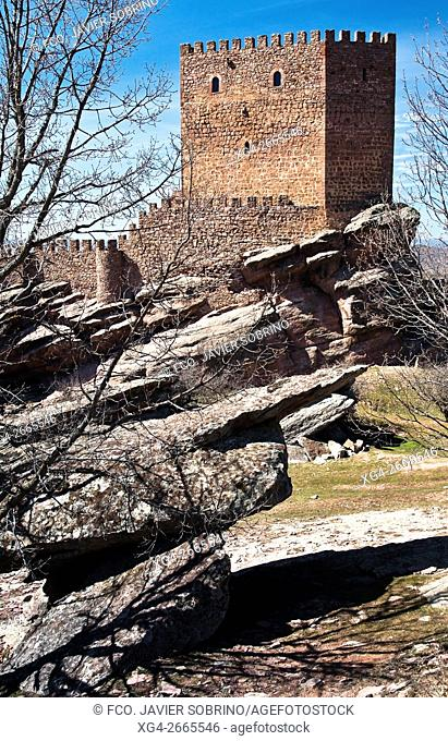 Castillo de Zafra, fortaleza medieval construida entre los siglos X y XI - Hombrados - Campillo de Dueñas - Sierra de Caldereros - Guadalajara - Castilla la...