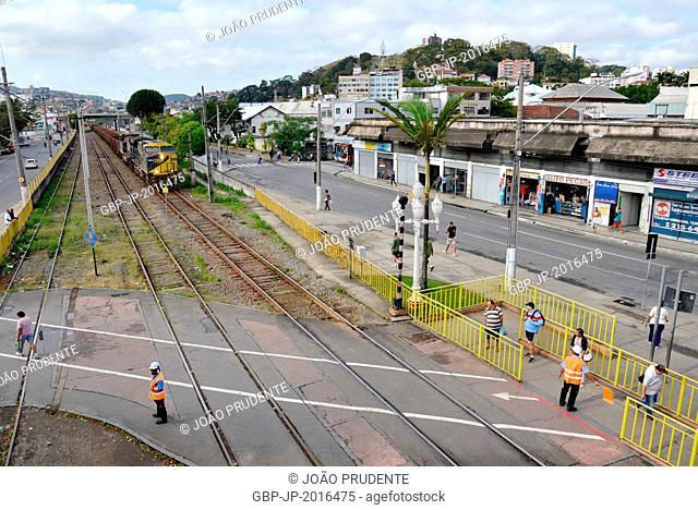 People waiting locomotive and wagons MRS pass, Juiz de Fora , Minas Gerais, Brazil , 07.2015