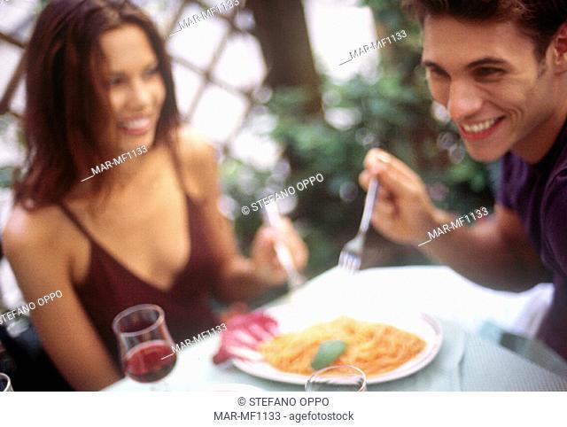 couple, spaghetti