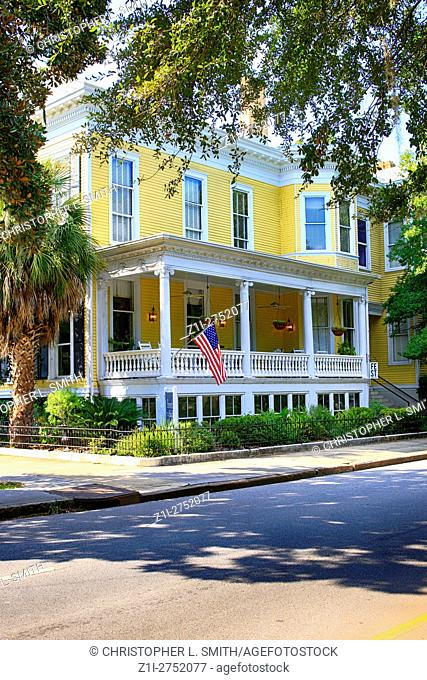 On the corner of Whitaker and Hall, the Forsyth Park Inn hotel in the historic district of Savannah GA