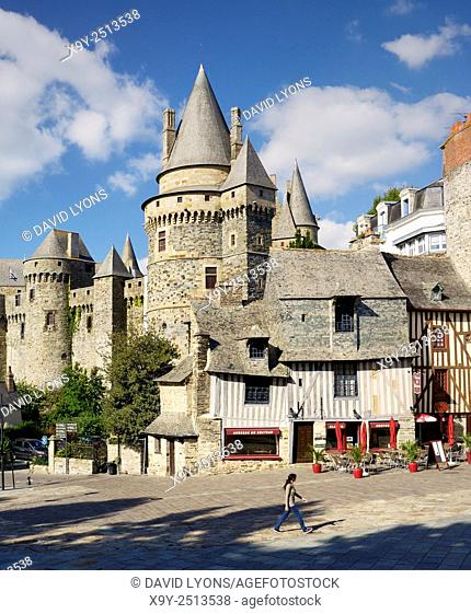 French medieval town of Vitre, Brittany. Vitre Castle Chateau rises behind half timbered façade of L'Auberge du Chateau
