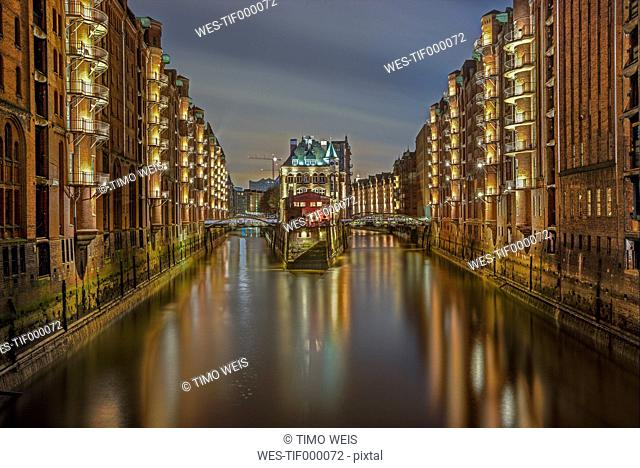 Germany, Hamburg, view to lighted Old Warehouse District
