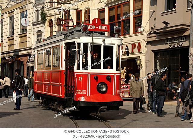 Historic tram Taksim Tünel in the pedestrian area of the Istiklal Caddesi shopping street, Independence Street, Beyoglu, Istanbul, Turkey