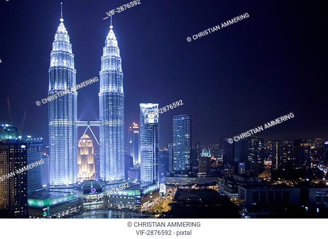 MALAYSIA, KUALA LUMPUR, 11.11.2010, Petronas Towers at night - KUALA LUMPUR, MALAYSIA, 11/11/2010