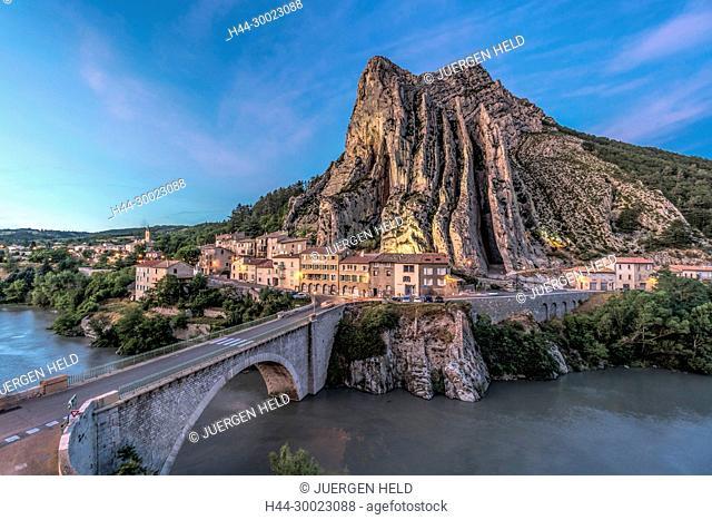 France, Cote d' Azur, Provence-Alpes-Côte d'Azur, Alpes-de-Haute-Provence, Sisteron, Route Napoleon