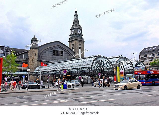 Deutschland, Hamburg, 29.07.2018 Hamburg ist eine bedeutende norddeutsche Hafenstadt, die über die Elbe mit der Nordsee verbunden ist