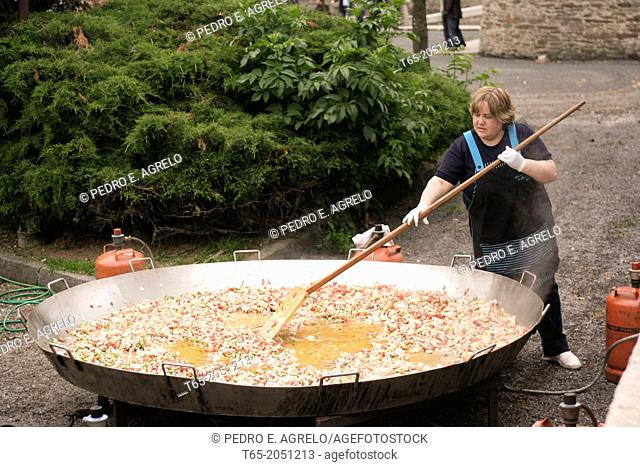 Lugo, cook a giant paella at the end of the PSOE political campaign
