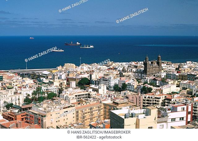 View of the Cathedral at the Plaza Santa Ana, Las Palmas, Gran Canaria, Canary Islands, Spain