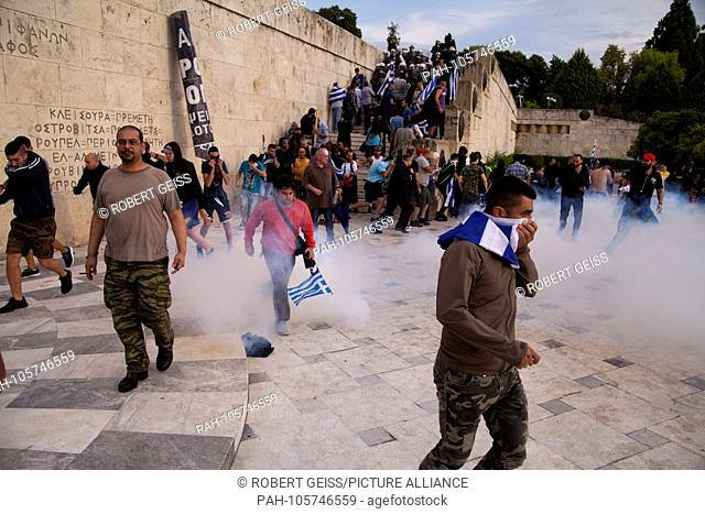 Greeks and tear gas, while protesting against Macedonia compromise in front of parliament. 16.06.2018 | usage worldwide. - Athen/Greece