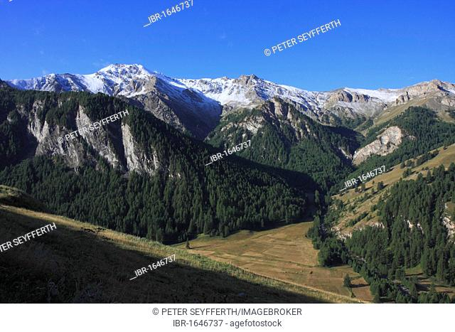 Mountains south of Saint Véran, highest village of Europe, 2040 meters, Queyras National Park, Département Hautes-Alpes, Région Provence Alpes Côte d'Azur