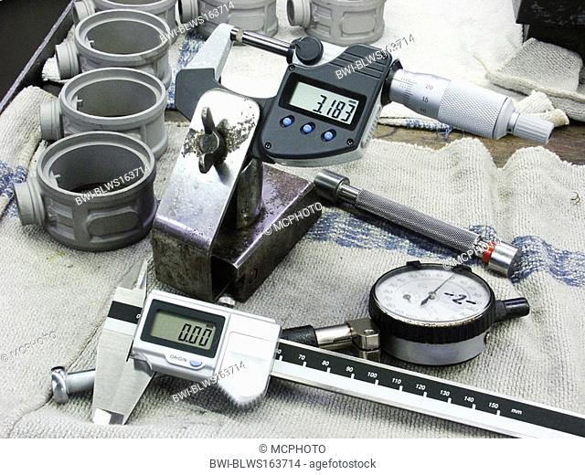 Manual measuring instruments at working place