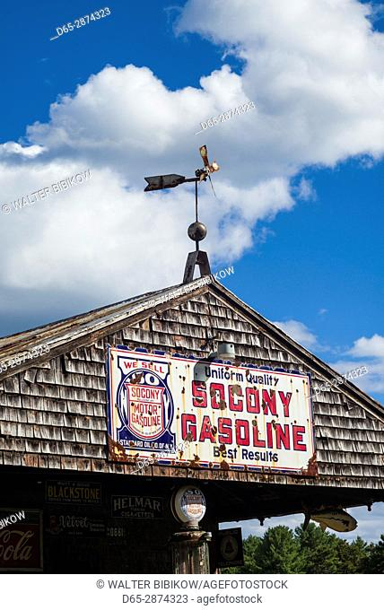 USA, Maine, Wells, antique gas station