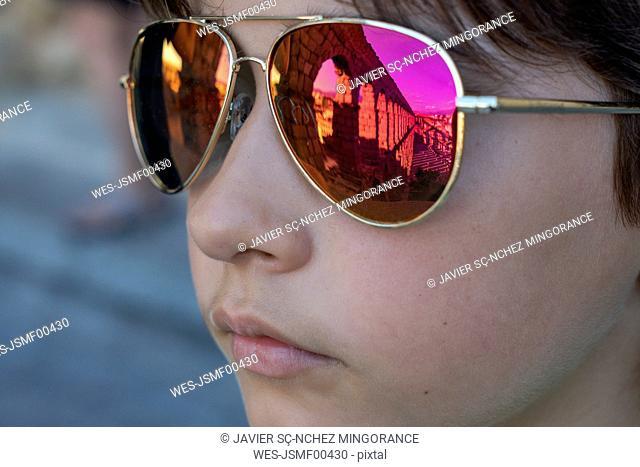 Spain, Segovia, roman aqueduct reflected in the glasses, girl's sunglasses