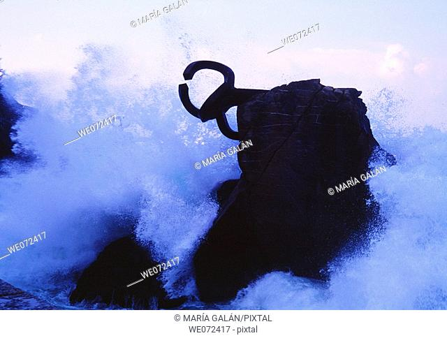 'Peine del Viento' (Wind's Comb), sculpture by Eduardo Chillida and waves, Donostia. Guipuzcoa, Euskadi, Spain