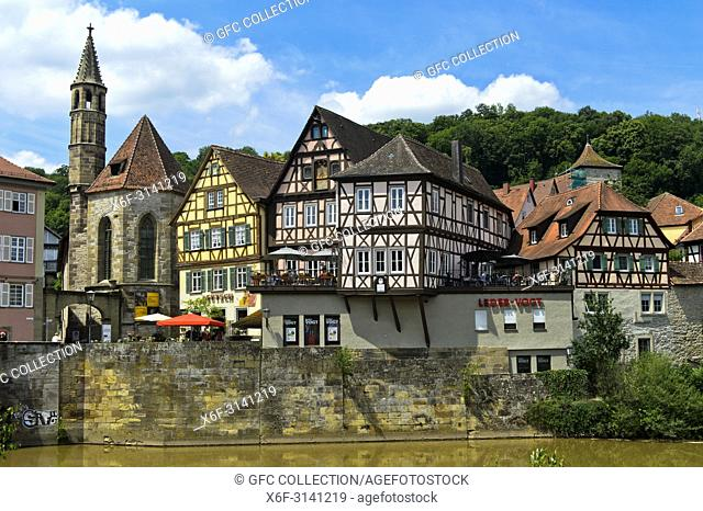 Church Johanniterkirche and historic half-timbered houses in the old town quarter Im Weiler, Schwäbisch Hall, Germany