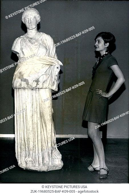 May 25, 1968 - Pictured is the Greek statue 'Muse Erato.' It was on display at Cologne's Art Hall to be viewed. It was one of 700 pieces on display