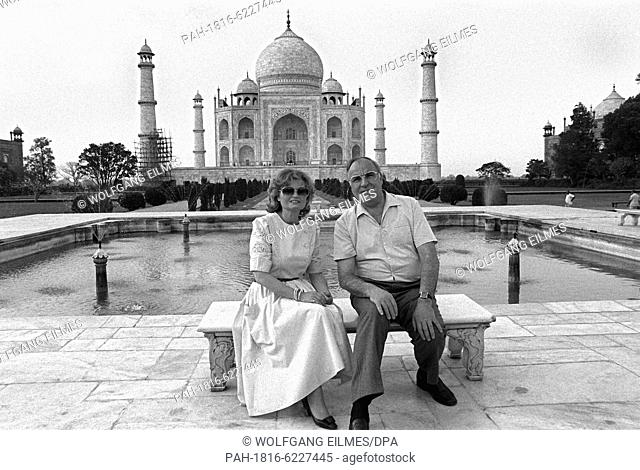 German chancellor Helmut Kohl and his wife Hannelore Kohl during a short private visit to Taj Mahal near Agra in the Indian state Uttar Pradesh on 27 April 1986
