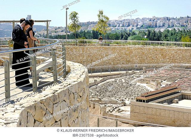 Orthodox Jew looking at the open-air model of Jerusalem, Ezra model, city of Herod, Temple Mount with the Second Temple at front, Israel Museum, West Jerusalem