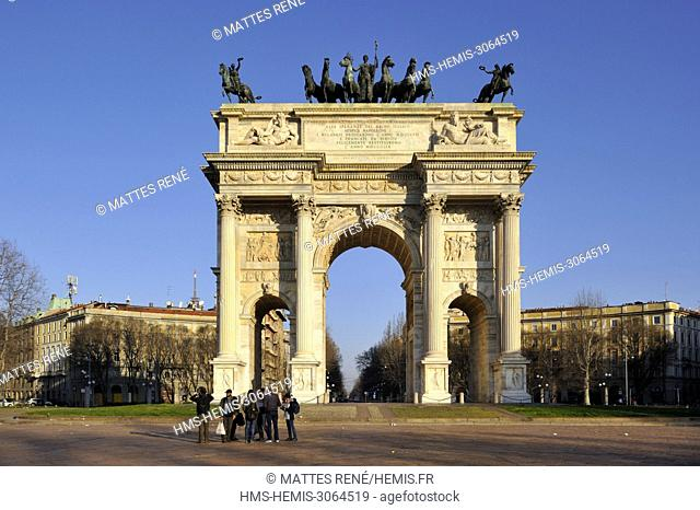Italy, Lombardy, Milan, Simplon Gate (Porta Sempione), marked by a landmark triumphal arch called Arch of Peace (Arco della Pace) built by architect Luigi...