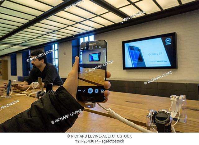 A visitor to the Samsung 837 showroom in the Meatpacking District in New York uses the camera on the Samsung Galaxy S7