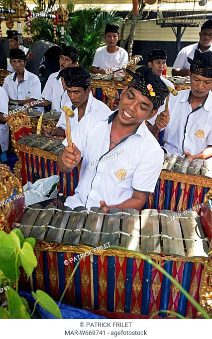 Indonesia, Bali, Jimbaran, gamelan orchestra playing during a ceremony in a private house