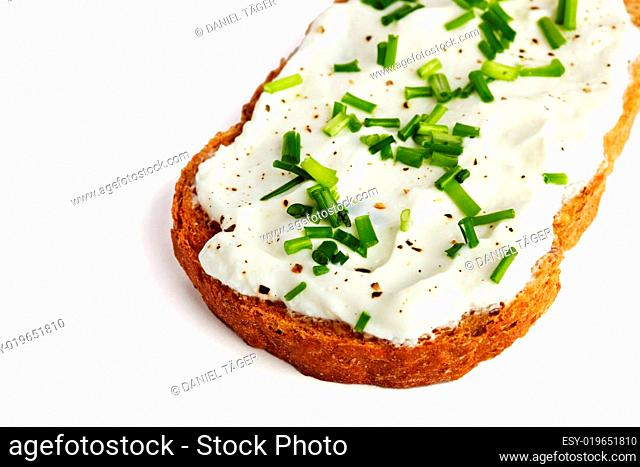 Curd bread with cream cheese and chives