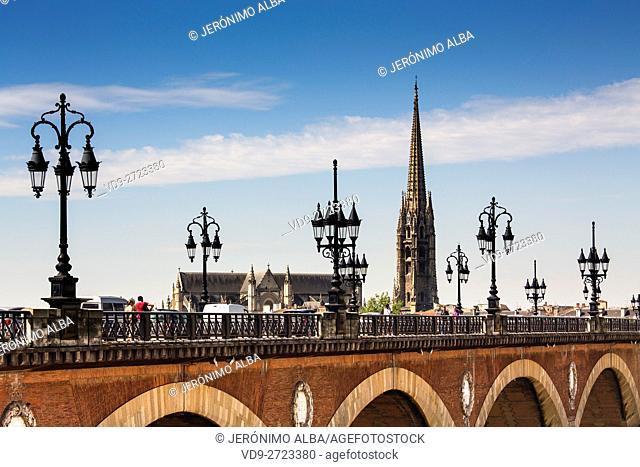 """Pont De Pierre and Saint-Michel freestanding bell tower """"""""La Flèche"""""""". Bordeaux, Gironde. Aquitaine France Europe"""