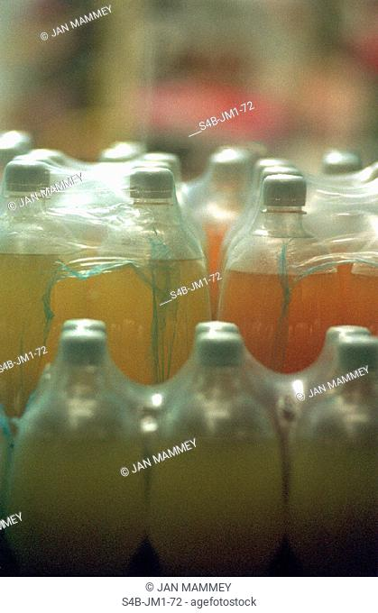 Limonade in Plastikflaschen | Soft Drinks in Plastic Bottles |