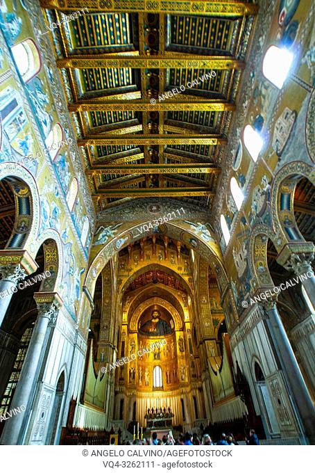 Palermo, Cathedral of Monreale, The cathedral interior with the largest cycle of Byzantine mosaics extant in Italy, Sicily. Italy