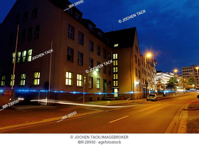 DEU, Germany, Essen: Police patrol car on a alarm mission, with blue light, leaving the police station. Daily police life