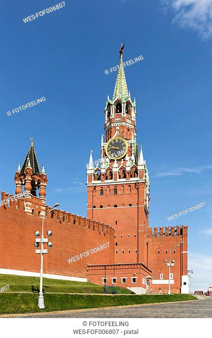 Russia, Moscow, Red Square with Spasskaya Tower, tsar tower and Kremlin wall
