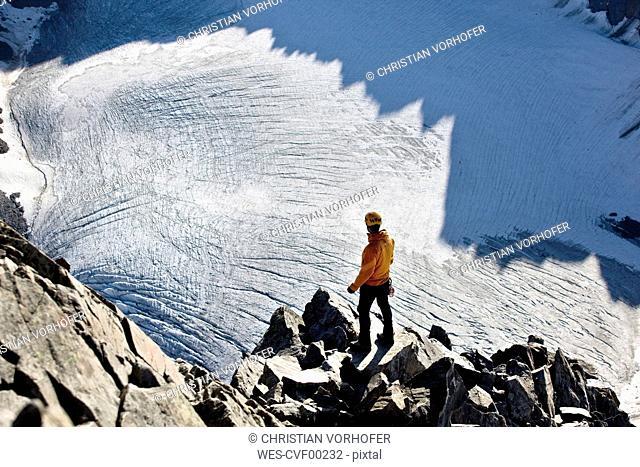 Austria, Tyrol, Stubaital, Stubai Alps, hiker looking to glacier