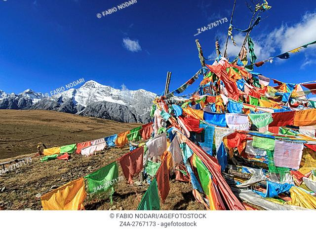 Lijiang, China: Tibetan Prayer Flags on foreground and Jade Dragon Snow Mountain on background