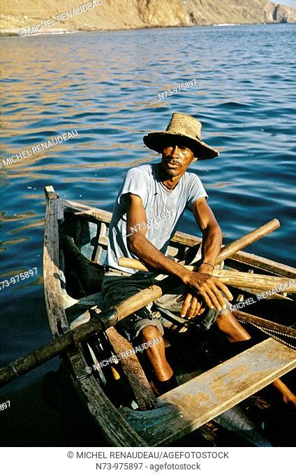 Archipel du Cap-Vert, iles Sotavento, Ile de Sao Tiago, ou Santiago,, ile principale, la pêche est une des activitées importantede ces iles perduent en plein...