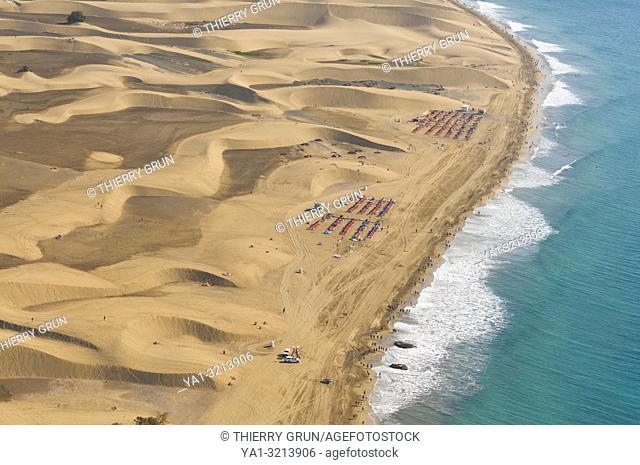 Spain, Canary islands, Gran Canaria, Maspalomas, dunes and beach (aerial view)