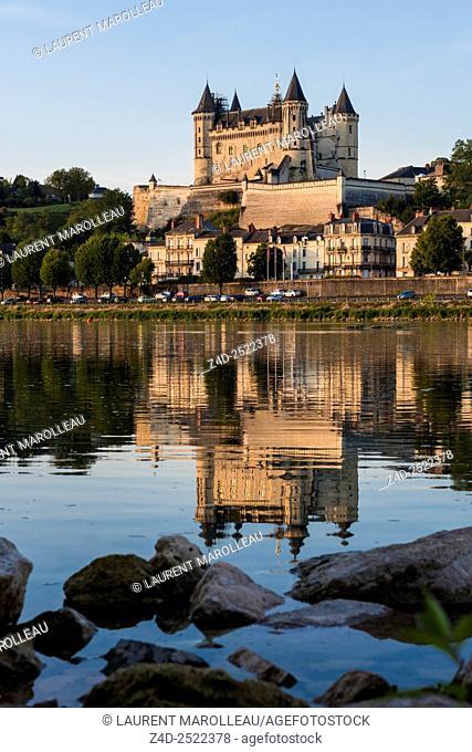 Saumur Castle along the Loire River at Sunrise. Saumur, Maine et Loire, Pays de la Loire Region, Loire Valley, France, Europe
