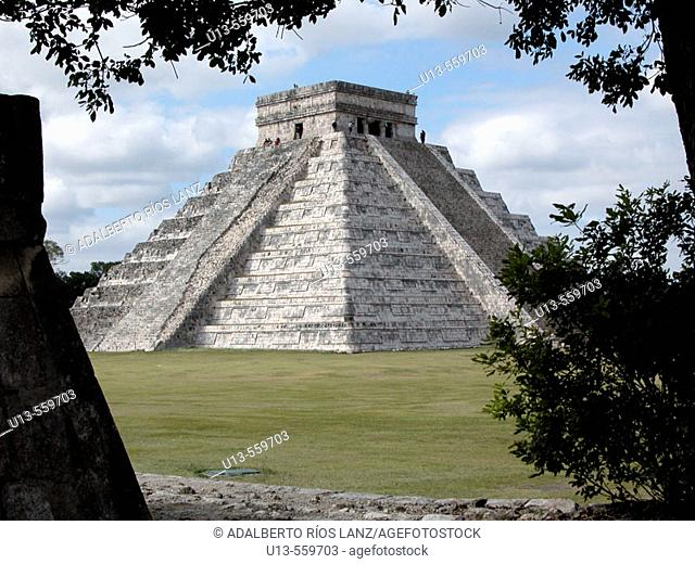 The Castle (Pyramid of Kukulcan). Chichén Itzá. Mexico