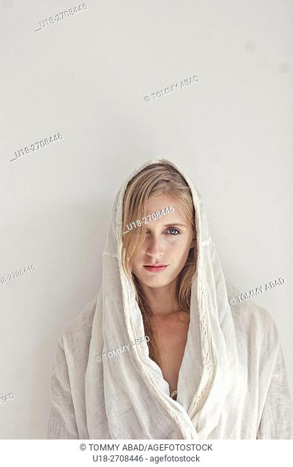 blonde woman weraing a white tunica / white background