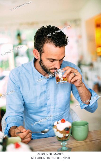 Man eating dessert