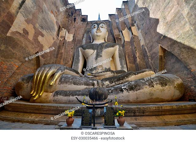 Sitting Buddha in Wat Si Chum temple, Sukhothai, Thailand